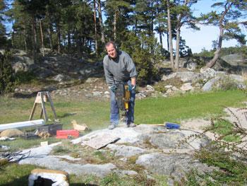 montera flaggstång i berg